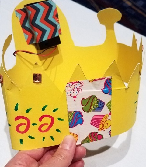 Tape the ends of the crown together