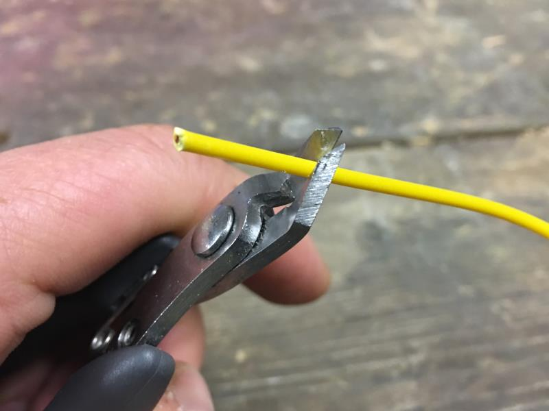 Stripping insulation of a croc cable with cutting pliers
