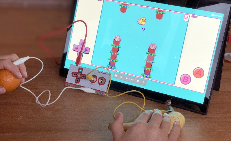 A banana used to play a Arcade game with Makey Makey
