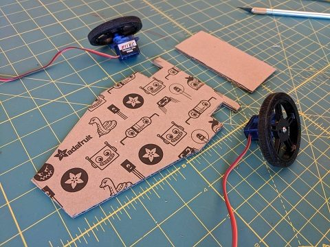 Cardboard chassis with notches for the servo motors