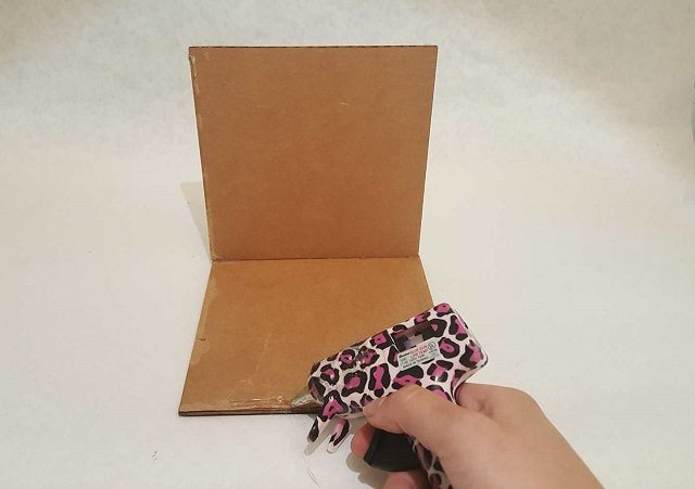 Glue the cardboard sides